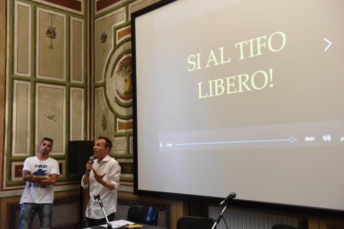 Strumenti di tifo - Villa Croce11